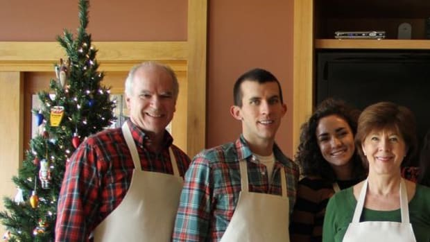 make-matching-aprons-to-commemorate-an-event