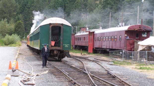 train-to-nowhere-flash-fiction-and-poem-response-to-billybucs-challenge-4