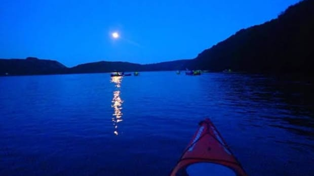 the-descending-night-of-the-lake