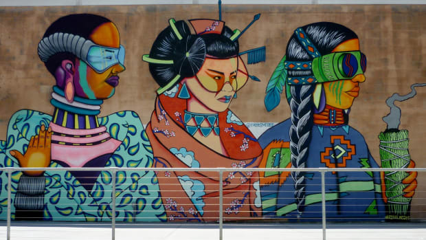silver-street-studios-in-houston-fun-and-quirky-exterior-murals