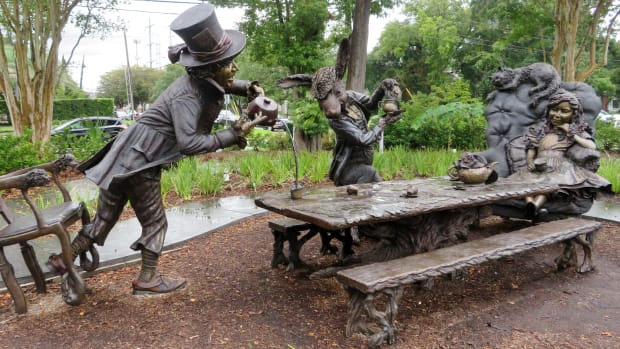 evelyns-park-in-bellaire-tx-alice-in-wonderland-mad-hatter-tea-party