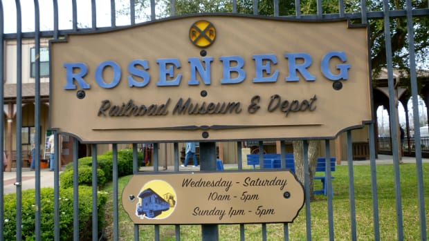 rosenberg-railroad-museum-adjacent-to-3-active-train-lines