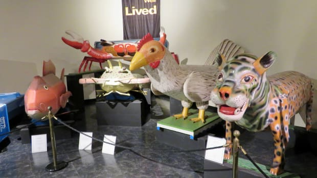 fantasy-coffins-at-the-national-museum-of-funeral-history