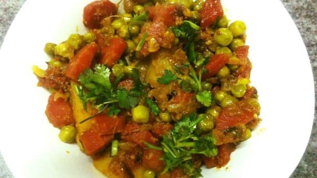aloo-gajar-matar-ki-sabzi-potato-carrot-and-peas-curry