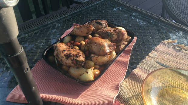 garnished-red-wine-and-tomato-roast-chicken-recipe