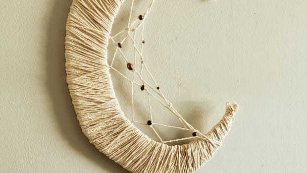 diy-crescent-moon-dreamcatcher