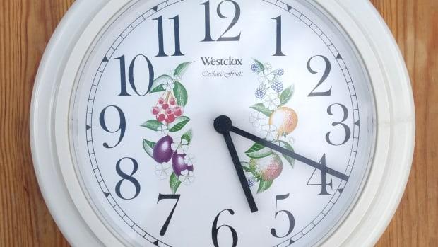 how-to-fix-a-quartz-digital-clock-that-wont-work