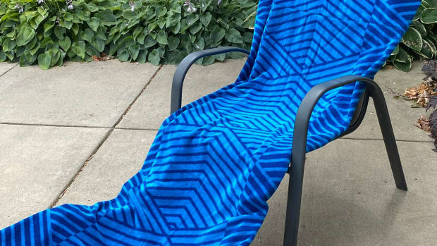 how-to-make-a-chaise-cover-from-beach-towels