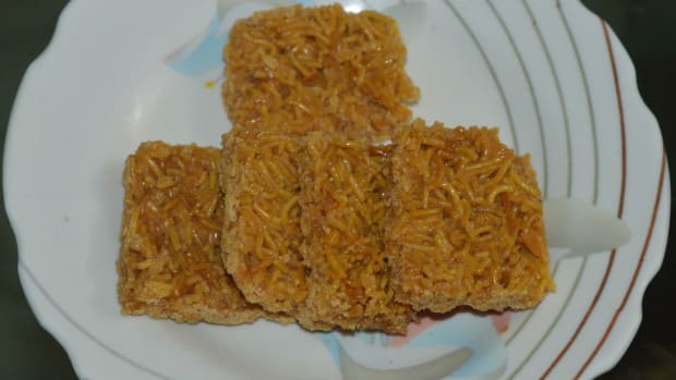 how-to-make-sev-chikki-sweet-and-crunchy-noodle-bars