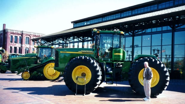 john-deere-pavilion-in-moline-illinois-ag-business-past-and-present