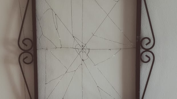spiderweb-picture-frame