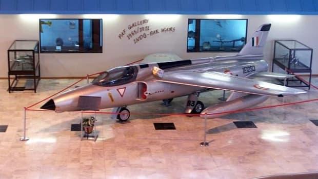 1965-indo-pak-war-surrender-of-two-fighter-planes-to-paf