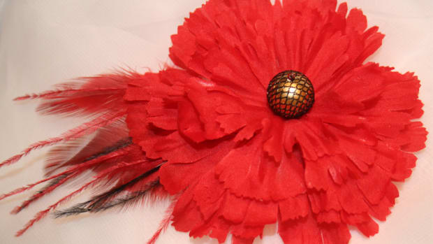 how-to-make-your-own-hair-clip-with-flowers-beads-and-feathers