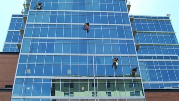 learn-how-to-rappel-for-hirise-window-cleaning