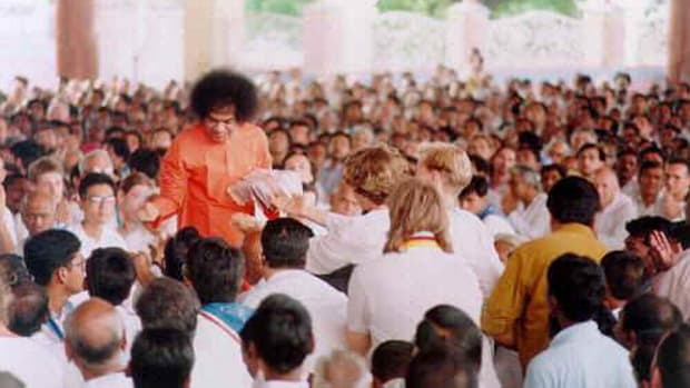 should-we-write-letters-to-god-when-he-knows-everything-a-revelation-by-sri-sathya-sai
