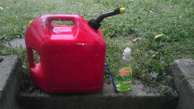 how-to-clean-a-dirty-gas-can-or-container