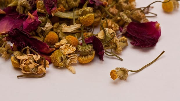 how-to-make-your-own-herbal-bath-sachets-and-teas
