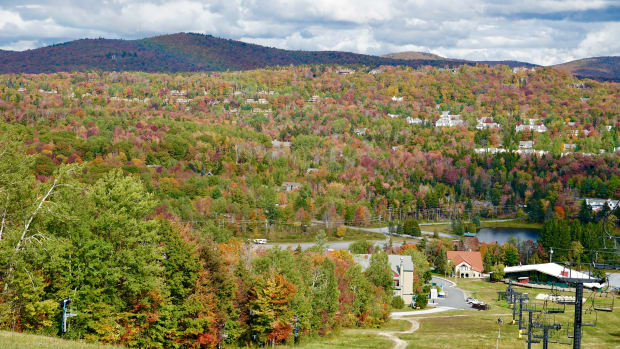 a-fall-foliage-tour-of-southern-vermont-including-mount-snow