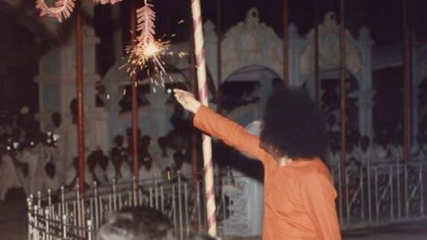 deepavali-diwali-at-prasanthi-nilayam-sri-sathya-sai-baba-memories-and-reminescences