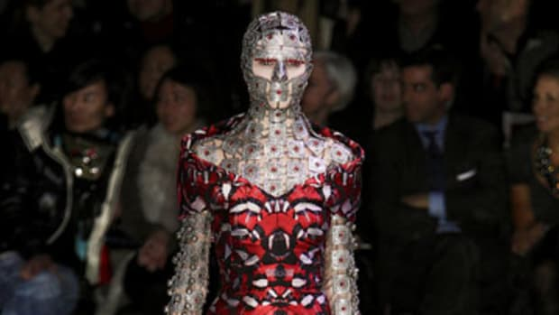 a-tribute-to-alexander-mcqueen-the-great-british-designer
