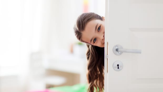 childrens-privacy-should-parents-knock-before-entering-their-room