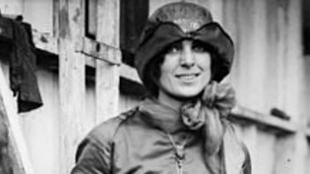 the-first-american-female-pilot-harriet-quimby