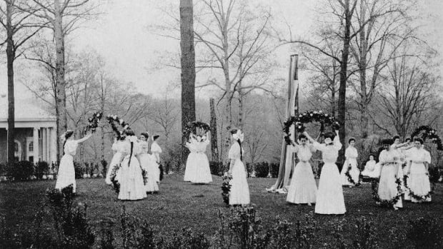 the-history-of-the-maypole