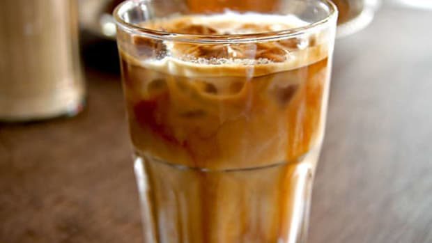 how-to-make-an-inexpensive-iced-latte-at-home-just-as-good-as-starbucks