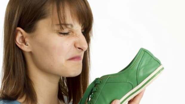 how-to-remove-bad-smell-from-your-shoes