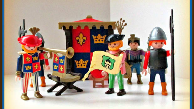 collecting-playmobil-medieval-figures-knights-kings-queen-vikings-and-castles
