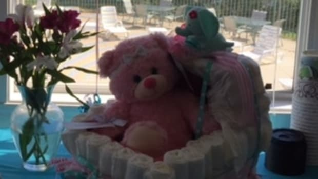 diaper-cakes-for-a-baby-shower-decoration-or-special-gift
