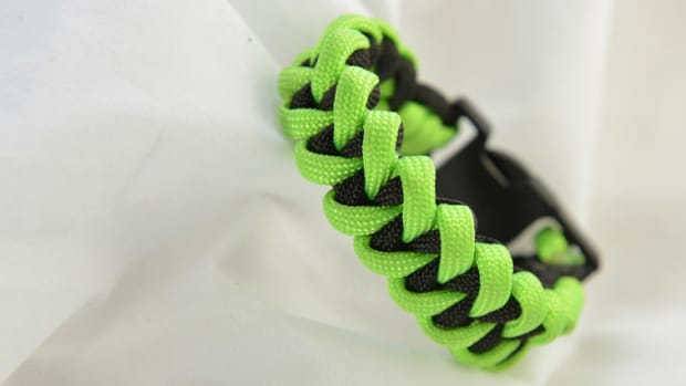 shark-jaw-bone-paracord-bracelet-instructions