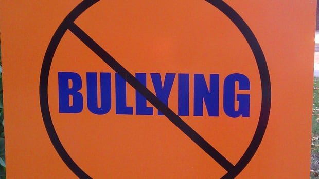 safety-signs-no-cyber-bullying