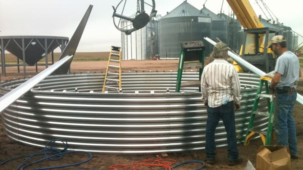 erecting-a-new-grain-bin-building-the-first-ring-of-sheets-an-illustrated-guide