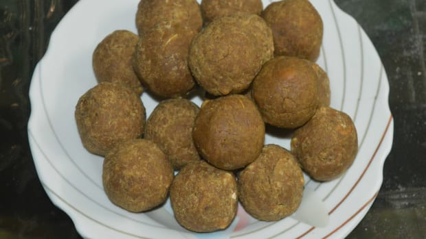whole-black-chana-flour-unde-whole-black-chickpea-flour-jaggery-balls