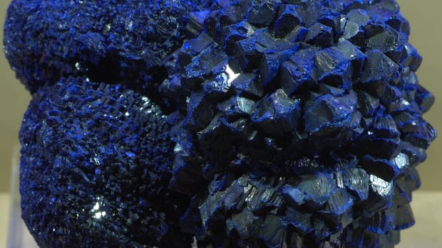 facts-about-azurite-detailed-description-properties-and-uses