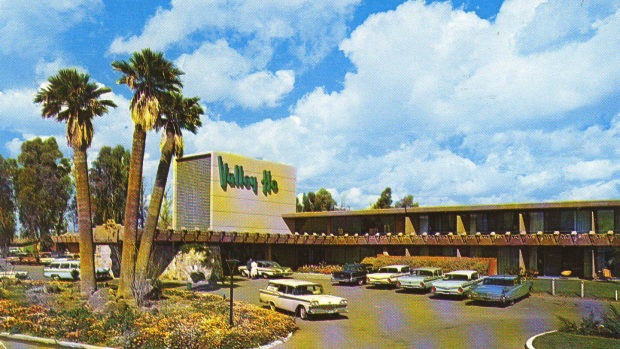 the-hotel-valley-ho-a-mid-century-trendy-hot-spot-in-scottsdale-arizona