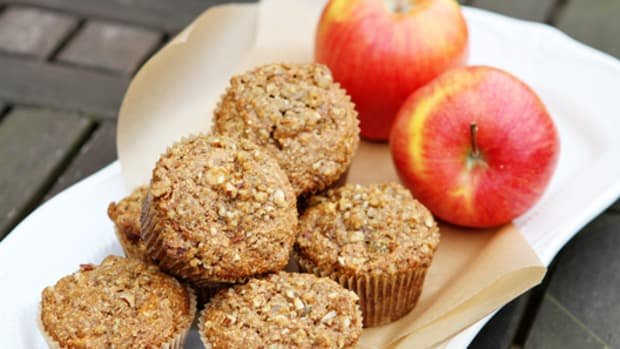 apple-and-oat-bran-muffins-healthy-breakfast