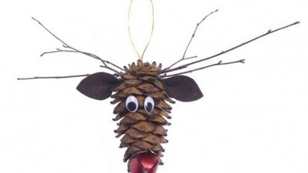 diy-pine-cone-reindeer-ornaments