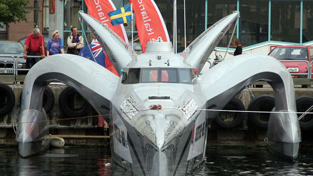 an-alien-look-boat-hold-awards-as-the-fastest-eco-boat-on-earth