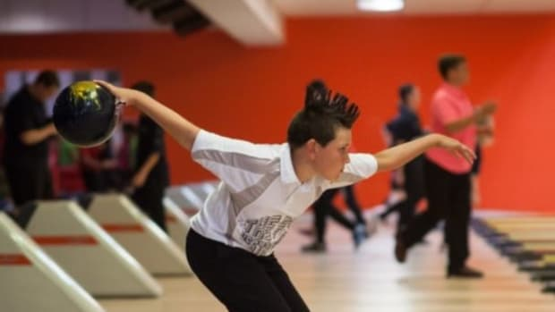 bowling-ball-swing-drill-correct-your-bowling-back-swing