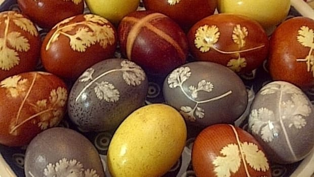 traditional-armenian-easter-eggs-dyed-with-onion-skins
