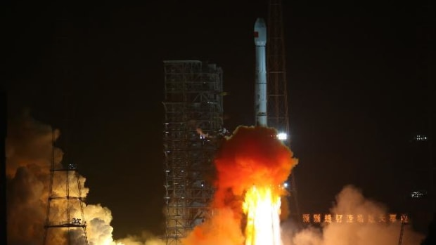china-is-now-on-the-moon-but-why