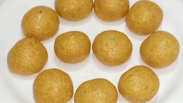 besan-suji-ke-laddu-recipe-chickpea-flour-semolina-balls