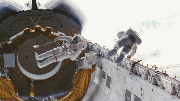 10-firsts-on-board-the-space-shuttle-challenger