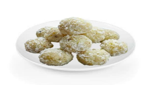 easy-to-make-coconut-laddu-at-home