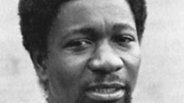 analysis-of-poem-telephone-conversation-by-wole-soyinka