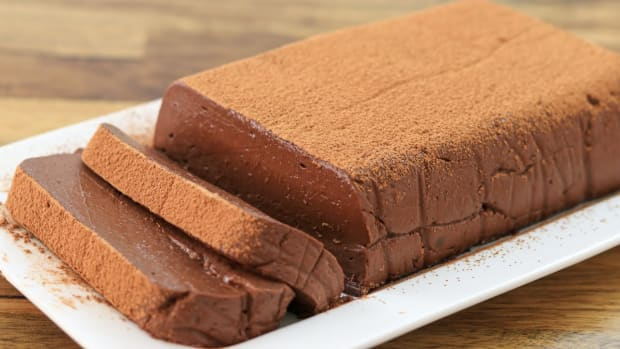 chocolate-mousse-no-bake-cake