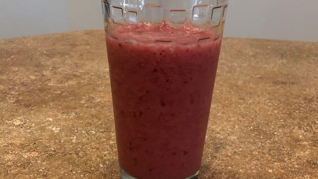 easy-triple-berry-smoothie-recipe