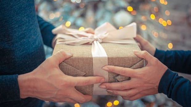 10-best-holiday-sleep-gifts-ideas-for-your-spouse